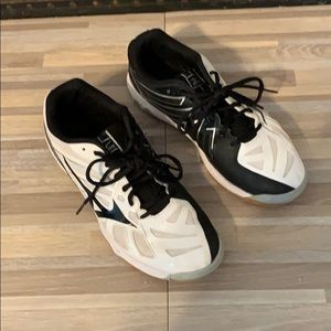 Mizuno volleyball sneakers